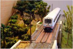 Tren Regional diesel 594 RENFE aerodinámico, escala H0.