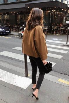 Street style fashion / Fashion week #fashionweek #fashion #womensfashion #streetstyle #ootd #style / Pinterest: @fromluxewithlove