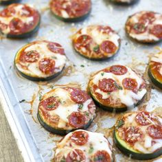 These Easy Zucchini Pizza Bites are a healthy way to fix a pizza craving! | Countryside Cravings
