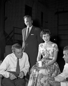 MASON 'The Case of the Pint Sized Client' candids of Eduardo Ciannelli Barbara Hale William Talman and Elisha Cook as they relax between scenes Image. Perry Mason Tv Series, Mystery Genre, Actor Secundario, Raymond Burr, Scene Image, Movies Playing, Vintage Tv, Tv Guide, Old Tv