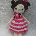 Bomboniera bambolina a uncinetto – Spiegazioni in italiano. Diy Crochet Toys, Crochet Dolls Free Patterns, Crochet Doll Pattern, Amigurumi Patterns, Amigurumi Doll, Crochet Animals, Crochet Projects, Crochet Cross, Love Crochet