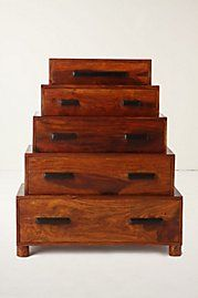I really like the drawers piled like this. I feel like it'd be easy to make.