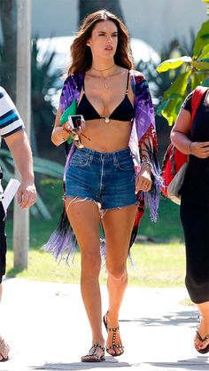 Tie-dye for! Alessandra Ambrosio shows off her model figure in a black bikini and fringed kaftan as she films TV show in Rio Alessandra Ambrosio, Pool Party Outfits, Summer Outfits, Looks Style, My Style, Look Con Short, Beach Look, Party Looks, Black Bikini