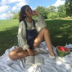 outfits 37 Fashionable Ways To Wear Vans 37 Fashionable Ways To Wear Vans Mode Outfits, Fashion Outfits, Womens Fashion, School Outfits, Fashion Clothes, Fashion Ideas, Fashion Tips, Fashion Trends, Look Fashion