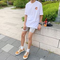 Korean Fashion Men, Korean Street Fashion, Boy Fashion, Mens Fashion, Fashion Outfits, Stylish Mens Outfits, Cool Outfits, Mode Old School, Short Outfits