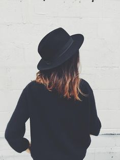 Black fedora to add casual cool to any outfit, protect from sun and cover bad hair days. Look Fashion, Autumn Fashion, Womens Fashion, Girl Fashion, Outfits With Hats, Cute Outfits, Look Star, Mein Style, Looks Cool