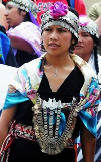 We Are The World, People Around The World, Traditional Fashion, Traditional Outfits, Folk Costume, Costumes, Les Continents, Native American Women, Cultural Diversity