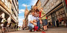 Familienurlaub-Hannover-Foto-Familie-auf-dem-Roten-Faden-Copyright-Hannover-Marketing-und-Tourismus-GmbH-01099_152x69.jpg