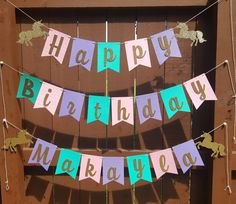 Add those extra details to her magical day with this adorable Happy Birthday Banner. This listing includes Unicorns but can be customized to your theme. Just convo me prior.  ☆Each banner is approximately 5.5 in height and 4 wide. ☆Unicorns are 6 at its widest and would include either 2 or 4, depending on whether you get a name or not. ☆Every other flag is embossed with a star pattern. ☆Letters are popped up with foam tape. Talk about the details! ☆Strung together with white and gold twine…