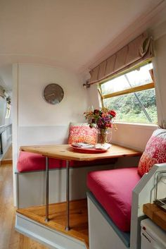 Entire home/flat in London, United Kingdom. Beautiful 57 ft narrow boat available in central London. One master small double bed. One sofa bed. Fully fitted kitchen, gas hob and oven. Narrowboat Kitchen, Narrowboat Interiors, Canal Boat Interior, Houseboat Living, Houseboat Ideas, Rent In London, Tiny House Movement, Small Boats, Tiny Living