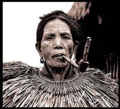 Philippine Igorotte-Spansih for People of the Mountain Filipino Art, Filipino Culture, Filipino Tribal, Fountain Of Youth, Women Smoking, Interesting Faces, People Photography, Black Is Beautiful, Old Photos