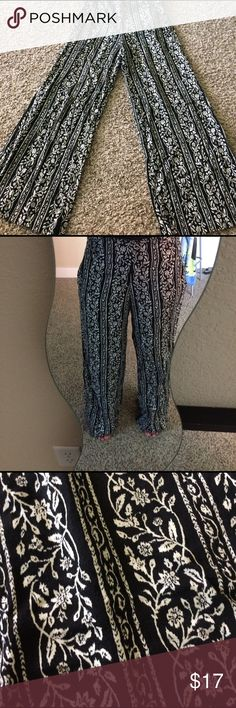 Floral print wide legs pants Black and white floral print wide leg pants Abercrombie & Fitch Pants Wide Leg