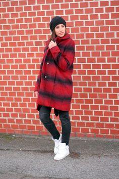Red Bricks - Coat & Nike AirForce - Highheels & Snapbacks