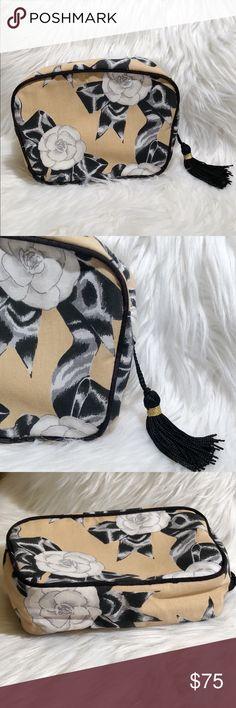 Vintage l Chanel Perfume   Cosmetic Bag Very rare cloth Chanel perfume    cosmetic bag This 2a2e184433dab