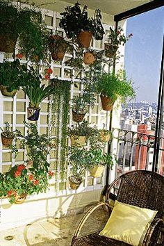 15 Cool Vertical Garden Inspirations - All About Balcony Plants, Balcony Garden, Indoor Garden, Indoor Plants, Love Garden, Home And Garden, Gardening Magazines, Balcony Design, Vertical Gardens