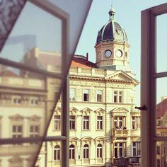 Amazing view in Prague!! Travel Tipps für Deutsche Reiselustige :) super Account um von einer Städte Trips Reisenden gute Tipps vor Ort zu bekommen: @colouroflina bei instagram #kurztrip #städtetrip #travel #prague #reisen #tipps