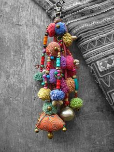 grrlandog: (via Tribal charms in Hmong style by Tribalmade on Etsy) Textile Jewelry, Fabric Jewelry, Diy Jewelry, Jewelry Making, Fashion Bubbles, Bijoux Diy, Crochet, Tassels, Weaving