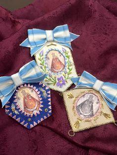 Detentes de la Virgen de la Fuensanta, de Cano&Canovas. Arts And Crafts For Adults, Catholic Crafts, Fibre And Fabric, Labor, Sewing Projects For Kids, Sacred Art, Textile Art, Madonna, Hand Embroidery