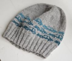 wonder if I can manage to make this for Chris?  Everyone's getting knits for Christmas this year including wild mittens.
