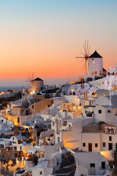 Sunset in Oia, Santorini Vacation Places, Vacation Trips, Dream Vacations, Vacation Spots, Santorini Vacation, Oia Santorini Greece, Beautiful Places To Travel, Beautiful World, Travel Photography