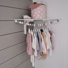 ▷ Ideen für Babyzimmer Mädchen kids room idea box pink with stars decoration pendant for baby clothes corner for the baby room