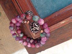Bracciale agate rosa con sfumature verde, bracciale taglia unica, bracciale estate, filo wire bracciale, gioielli rosa, gioielli bronzo