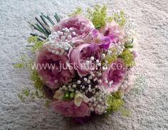 David Austin roses, gypsophila and Alchemilla by @www.justmaria.co.uk