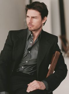 I may not be a Tom Cruise fan, but he does know how to dress. Mary Tea via Regina Pereira onto Men's Clothes