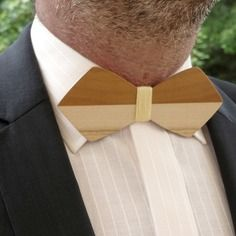 Noeud papillon en bois bicolore horizontal orange et écru Wood Clothing, Wooden Bow Tie, Small Stuff, Bow Ties, Perfect Man, Men's Accessories, Woodworking, Inspire, Mens Fashion