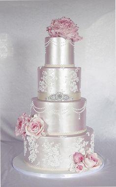 Wedding cake in shimmer. by Sannas tårtor - http://cakesdecor.com/cakes/215338-wedding-cake-in-shimmer