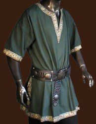 Oooh, finally something Alec could wear! It's not to simple that it's peasant and it's not too fancy that it screams royalty = perfect :)