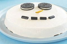 Make the little ones smile from ear to ear with this Cookies & Cream Snowman Dessert recipe. Two eyes made out of coal would be more authentic, but we chose to decorate our Cookies & Cream Snowman Dessert with tasty chocolate sandwich cookies instead. Christmas Sweets, Christmas Desserts, Christmas Recipes, Christmas Goodies, Holiday Treats, Holiday Recipes, Cool Whip Desserts, Delicious Desserts, Snowman Cake
