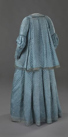 1720-1750 - Norwegian. Silk satin, wadded with cotton and quilted.