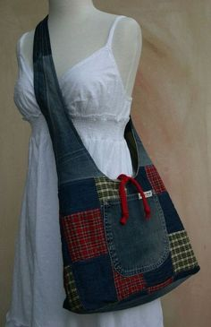 patchwork and denim purse Patchwork Bags, Quilted Bag, Denim Patchwork, Sacs Tote Bags, Jean Purses, Diy Sac, Denim Purse, Plaid Purse, Denim Skirt