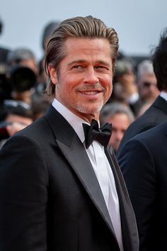 brad pitt Brad Pitt Is Just Going to Be Gorgeous Forever, Huh? Cannes, Brad Pitt Pictures, Brad And Angelina, Celebrity Drawings, Celebrity Photos, Celebrity Style, Hollywood Actor, Fine Men, Celebrity Gossip