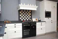 Foto: Prachtige Tristar Titan keuken met mooi 90cm fornuis erbij, afwerking met kranslijsten. Deze keuken is helemaal compleet ! (te bezichtigen in Zutphen). Geplaatst door keuken-franeker op Welke.nl