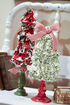 Positively Splendid {Crafts, Sewing, Recipes and Home Decor}: Ruffled Christmas Trees (Swell Noel Christmas Tree Crafts, Christmas Love, Christmas Projects, Winter Christmas, All Things Christmas, Holiday Crafts, Christmas Decorations, Christmas Wreaths, Xmas Trees
