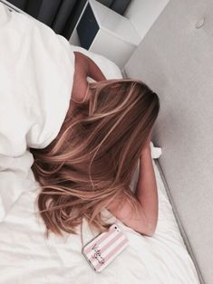 Side Swept Waves for Ash Blonde Hair - 50 Light Brown Hair Color Ideas with Highlights and Lowlights - The Trending Hairstyle Brown Blonde Hair, Light Brown Hair, Brunette Hair, Blonde Ombre, Honey Balayage, Golden Brown Hair, Honey Blonde Hair, Medium Blonde, Balayage Hair Blonde