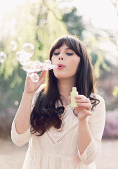 Who's that girl? It's Zooey Deschanel! Heart Bubbles, Soap Bubbles, Pretty People, Beautiful People, Most Beautiful, Zooey Deschanel, Jessica Day, Beauty And Fashion, Blowing Bubbles