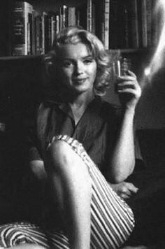 Marilyn Monroe candid by Milton Greene Joe Dimaggio, Classic Hollywood, Old Hollywood, Hollywood Actresses, Divas, Milton Greene, Marilyn Monroe Photos, Norma Jeane, Richard Avedon