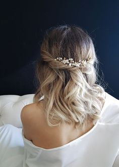 Delicate bridal hair pins for the modern bride_MEADOW floral hair pins 2 Floral Wedding Hair, Wedding Hair Clips, Short Wedding Hair, Bridal Hair, Floral Hair, Gold Wedding, Wedding Makeup, Loose Hairstyles, Prom Hairstyles