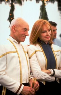 <3 Star Trek seriously wouldn't it be cool to have the officiating minister to marry you wear Picards outfit...eeeeek! That's seriously the most exciting thought
