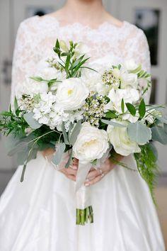 Classic Chapel Oklahoma Wedding #traditionalwedding #whitewedding #bridesofok