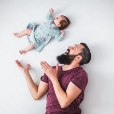 The whimsical, photoshop-free newborn pictures you have to s Baby Girl Pictures, Newborn Pictures, Baby Photos, Father Daughter Photography, Father Daughter Photos, Optical Illusion Photos, Baby Shooting, Foto Newborn, Shotting Photo