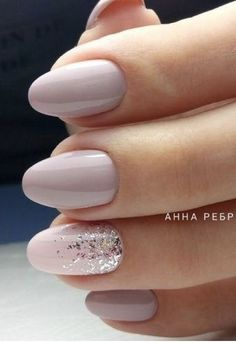 On average, the finger nails grow from 3 to millimeters per month. If it is difficult to change their growth rate, however, it is possible to cheat on their appearance and length through false nails. Cute Nails, Pretty Nails, Ongles Beiges, Hair And Nails, My Nails, Prom Nails, Nail Polish, Nail Nail, Bride Nails