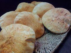 Pita chleb s cerstvou syrovatkou a zitnou moukou recept - TopRecepty. Sweet Potato, Hamburger, Food And Drink, Potatoes, Bread, Vegetables, Cooking, Crafty, Hampers