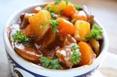 Vegan Irish Stew Whether you are looking for a crowd pleasing breakfast or exotic dinners from around the world, you will love these 25 Vegan Crockpot Recipes. Crock Pot Recipes, Vegan Crockpot Recipes, Best Vegan Recipes, Irish Recipes, Whole Food Recipes, Vegetarian Recipes, Beef Recipes, Cookbook Recipes, Vegetarian Stew Crockpot