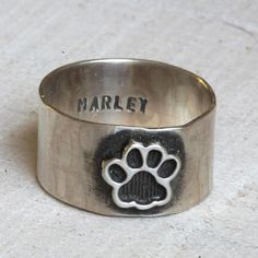 Pet memorial ring from Praxis Jewelry