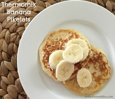 These Thermomix Banana Pikelets are a great breakfast, lunchbox treat or dessert for the kids. All you need is a few ingredients and in no time you will be sitting down enjoying these delicious Pikelets. Father's Day Breakfast, Breakfast Recipes, Breakfast Ideas, Banana Pikelets, Few Ingredients, Tray Bakes, All You Need Is, Good Food, Easy Meals
