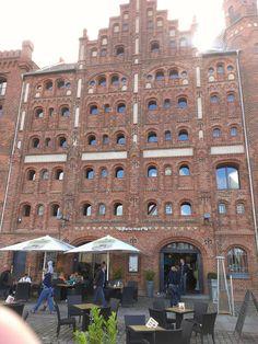 Historischer Speicher mit Restaurant am Hafen von Stralsund
